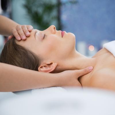 Abhyanga massage doux de la tête aux pieds